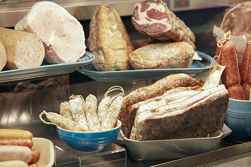 Photo of meats, cheeses and fresh breads in the Commissary Dallas cold case